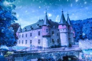 sprookjes-kasteel-in-de-sneeuw