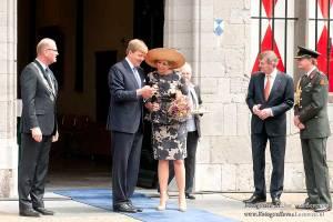 Alexander en Maxima in Vianen met commissaris van de koning Roel Robbertsen en burgemeester Wim Groeneweg van Vianen.
