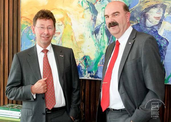 Commisaris v/d Koningin Clemens Corniele met ir. F.A. Foppe Atema