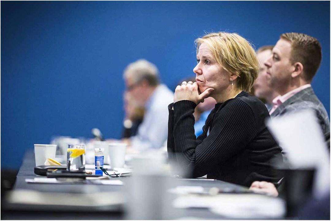 Foto af konferencen, en- til to timer om formiddagen