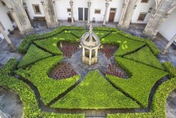 Jardines en el Hostal de los Reyes Católicos