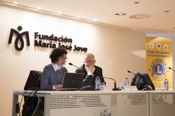 mesa con Cristina López Villar, Profesora de la Facultad de INEF en A Coruña