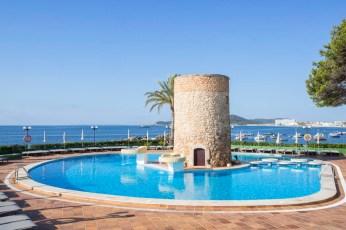 Piscina hotel Torre del Mar en Ibiza