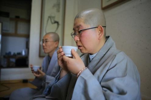 U pití čaje je dobré se zamyslet...