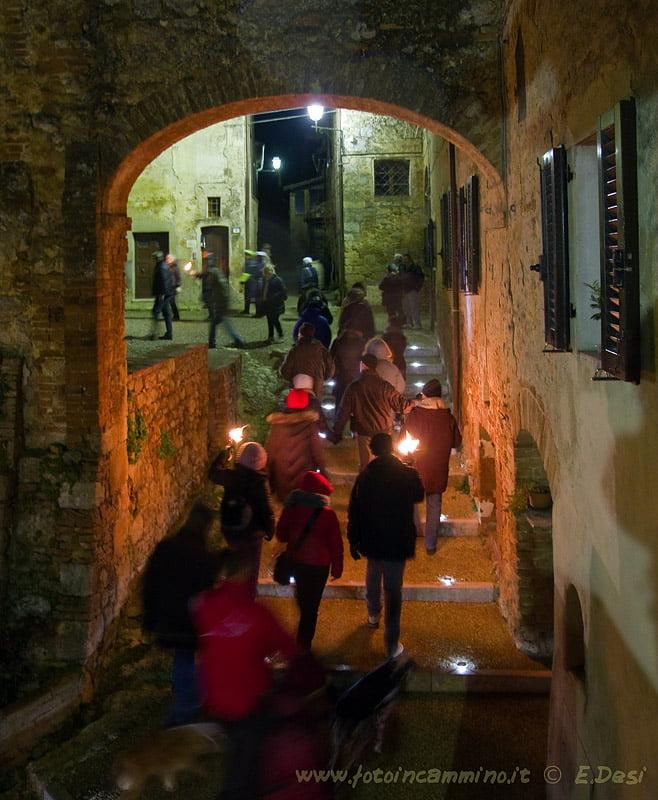 Monteriggioni fiaccolata Via Francigena