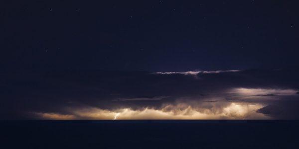 Et fantastisk lysshow ute i havet ved Costa del Sol i Spania.