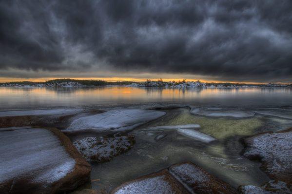 Dramatisk vinterstemning på Hvaler. Tatt ved Håholmen, like ved Kjøkøy.