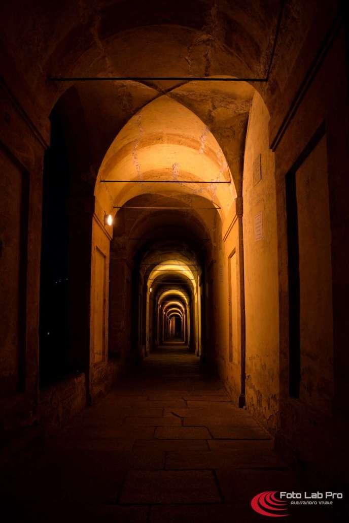 Archi e luci - Portico a Bologna