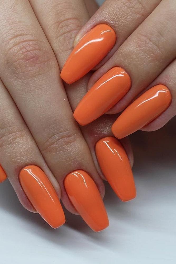 модный маникюр оранжевый