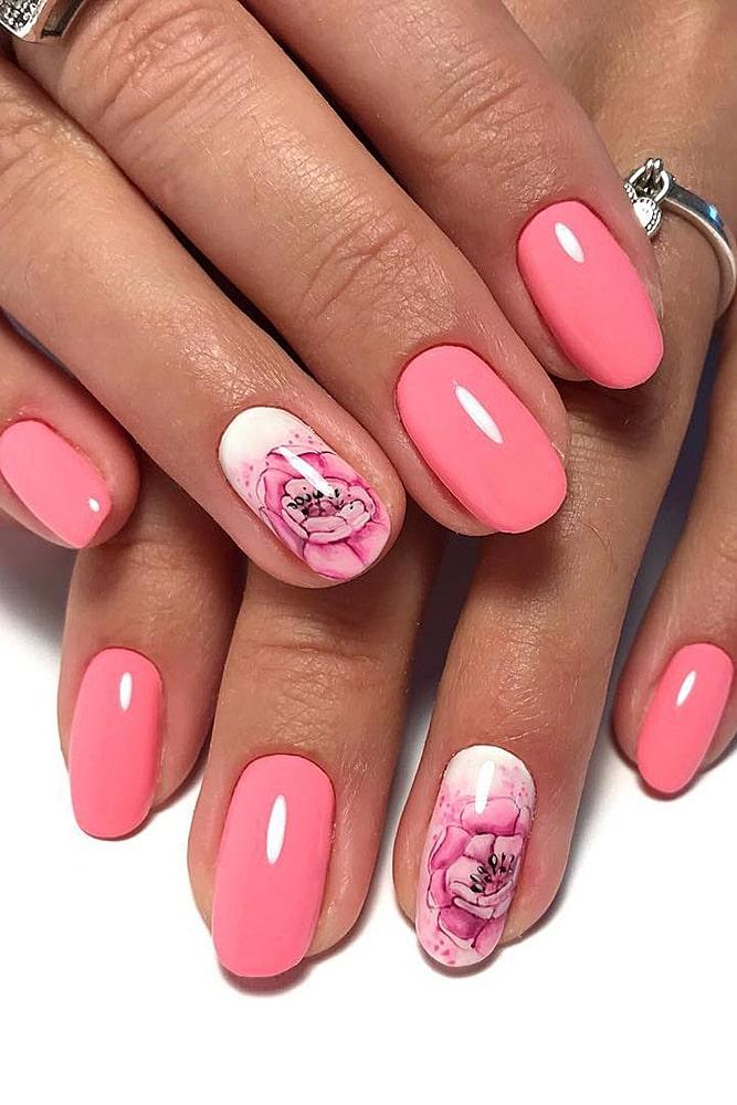 модный маникюр розовый принт