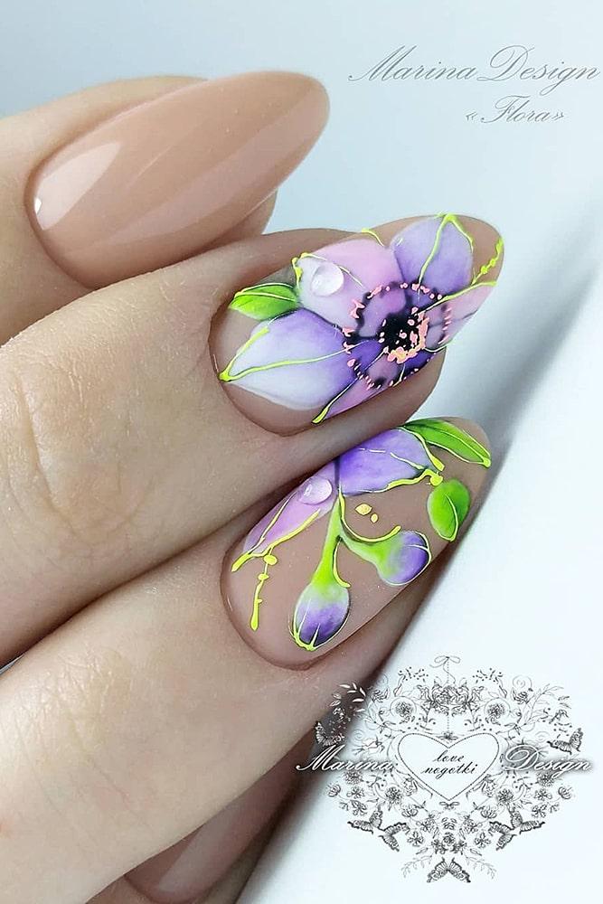 красивый маникюр цветок