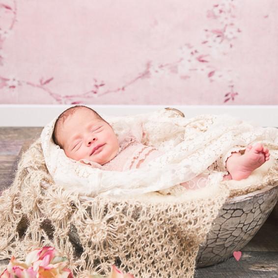 Kleine Tessa  Neugeborenenfotografie Dinslaken