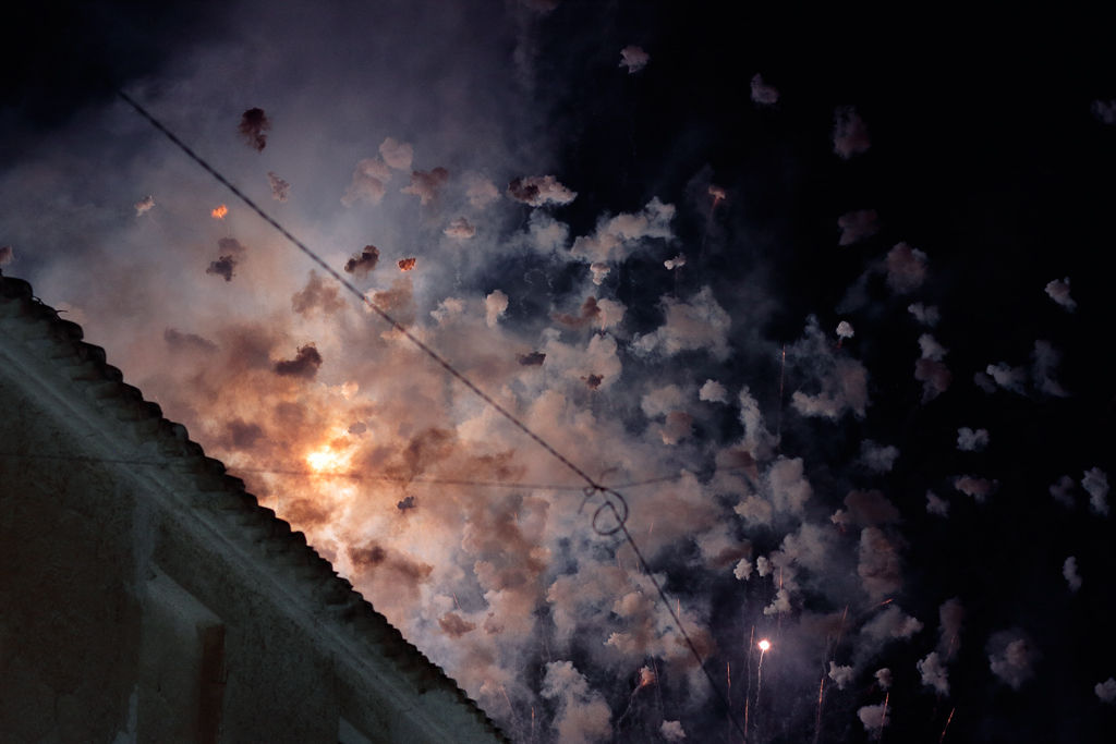 Cielo lleno de cohetes en la cohetada en Ojós