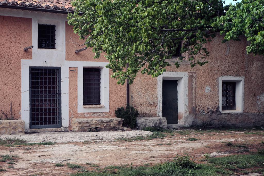 Casas de la plaza en Charán