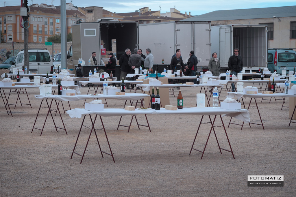 The tables prepared for the gachasmigas in Yecla