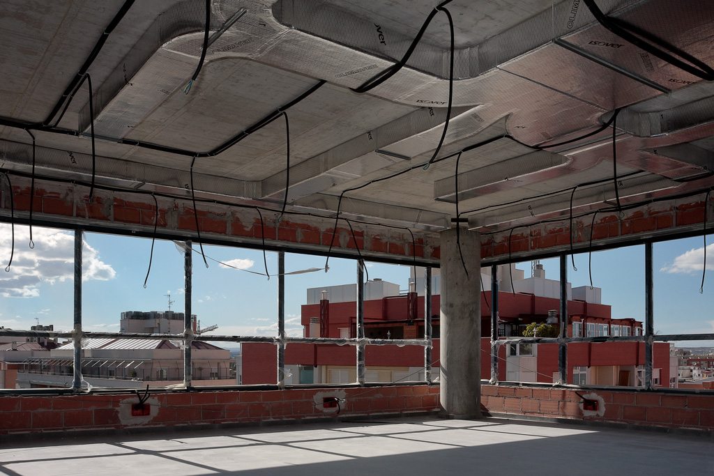 Oficina en construcción con preinstalación de aire acondicionado
