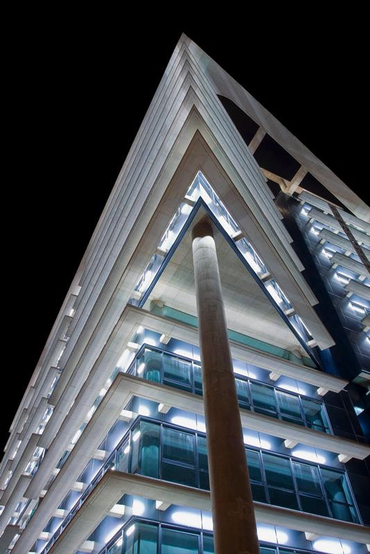 Torreproconsa iluminado por la noche