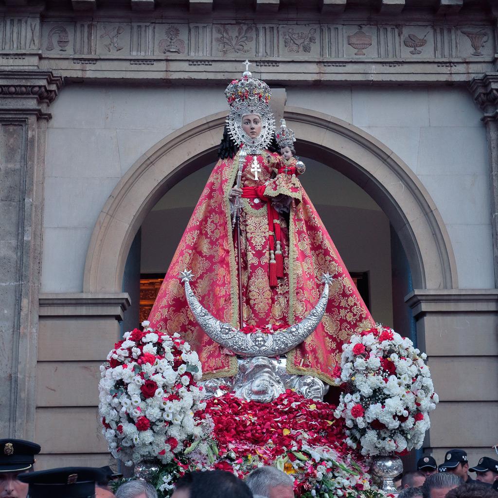 Fotografía de la Virgen de la Fuensanta a su salida de la Iglesia Arciprestal de Nuestra Señora del Carmen