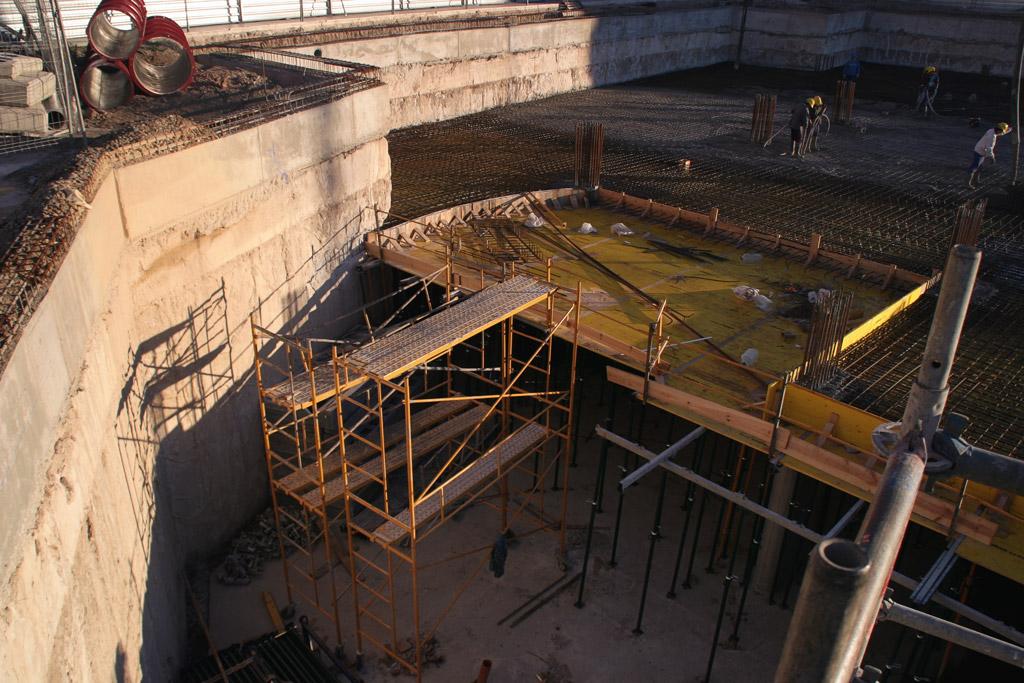 Excavación para crear los pilares de la cimentación