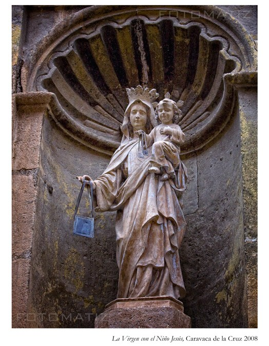 La virgen con el niño Jesús en  Caravaca de la Cruz