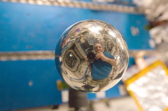 Don Pettit strávil v bezťiažovom stave viac ako 370 dní a fotografovaniu sa venuje od malička (NASA)