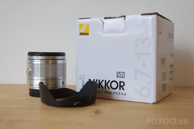 Objektív Nikkor 6.7-13mm, slnečná clona a škatuľka.