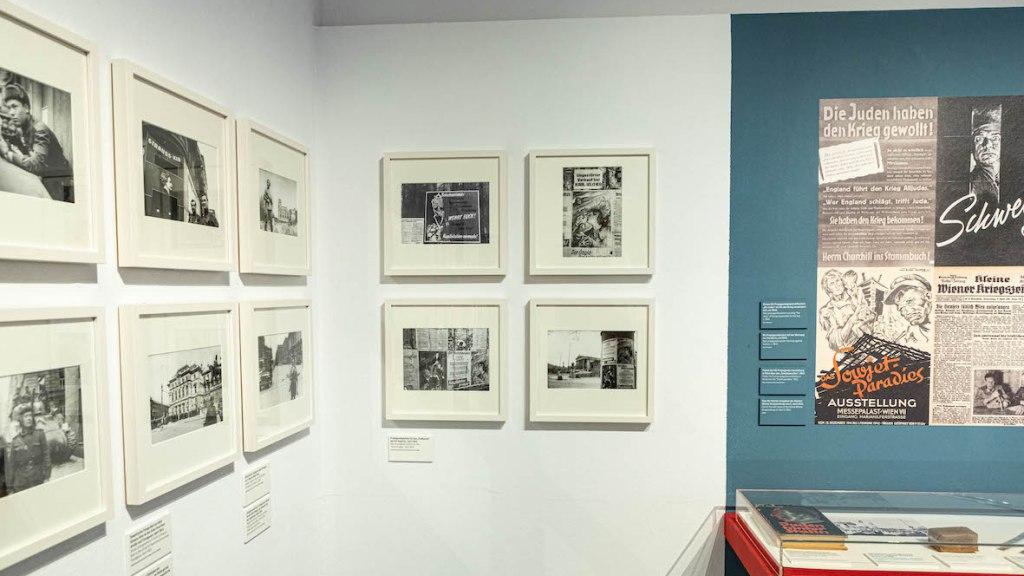 """Eine Ansicht der Ausstellung """"Jewgeni Chaldej. Der Fotograf der Befreiung"""" im Jüdischen Museum Wien. (c) Barbara Nidetzky"""