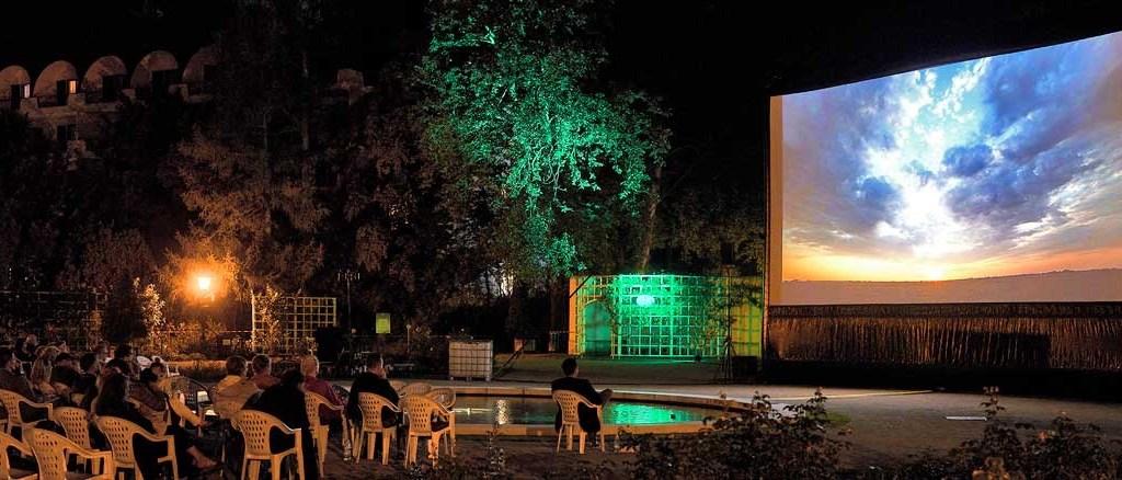 Die Lange Nacht der Fotografie: Open-Air-Bildershow in Baden im Rahmen des Festival La Gacilly-Baden Photo 2021. (c) Festival La Gacilly-Baden Photo