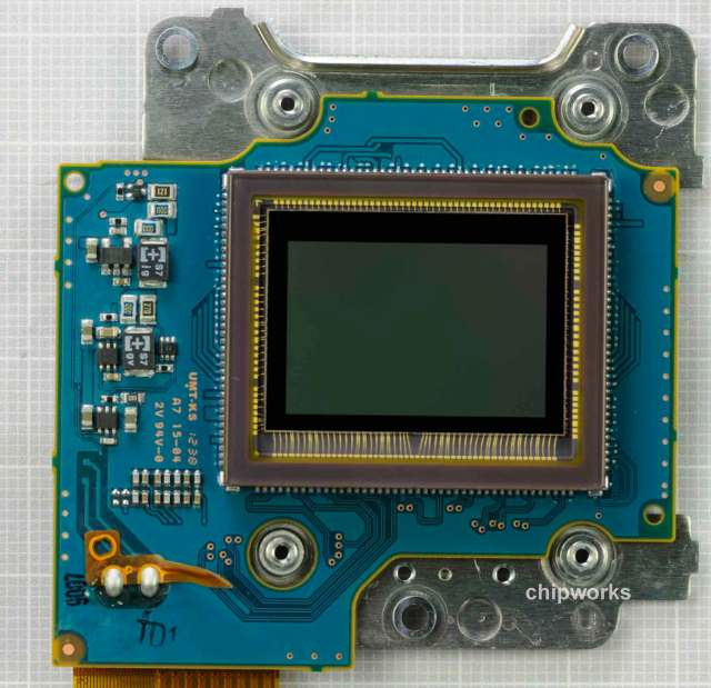 Nikon-D5200-sensor-made-by-Toshiba-2