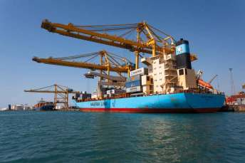 puerto-barco-barcelona-contenedores