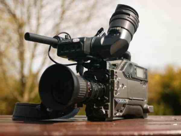 Profi Filmkameras haben eine besonders gute Ton- und Videoqualität (Foto: Martin Foskett / pexels.com)