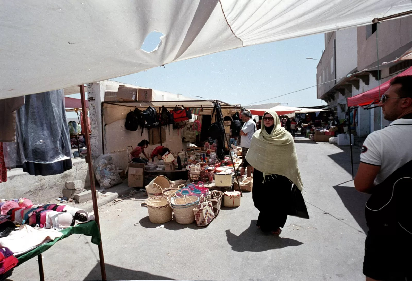 Film Street Photography - Leica M6 - Voigtlander 21mm F4 - Fuji Superia 200 - Tunisia - ©2017 Andrea Scirè