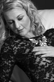 Erotik im November, Porträt, Erotik, außergewöhnlich, Shooting, Fotostudio, Studio, Diez, Limburg, Hahnstätten, Holzheim, Fotos, Fotografien, Fotograf, Foto, gefühlsvoll, exklusiv, elegant, extravagant, emotional, gefühlsbetont, schön, modern, Frau, sexy, verträumt, Porträt, sexy, Unterwäsche, Body, anfassen, emotional