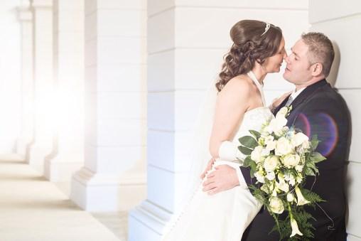 Hochzeit, Paar, Heirat, Foto, Fotoshooting, Shooting, romantisch, verliebt, Romantik, heiraten, wedding, ja, schönster tag, Natur, Glück, glücklich, klassisch, gefühlsvoll, exklusiv, extravagant, frech, lässig, lustig, Hochzeitsfotos, Hochzeitsfotografien, emotional, gefühlsbeton, Momente, Tag, elegant, Liebe, Kleid, Brautkleid, Braut, Bräutigam, Brautpaar, Fotos, Fotografien, Fotograf, Fotostudio, schön, modern, Hochzeitsfotografin, Diez, Limburg, Hahnstätten, Holzheim, Gefühle, Emotionen, outdoor, draußen, location, 2016, Schloss, Oranienstein, Säulen, Kuss