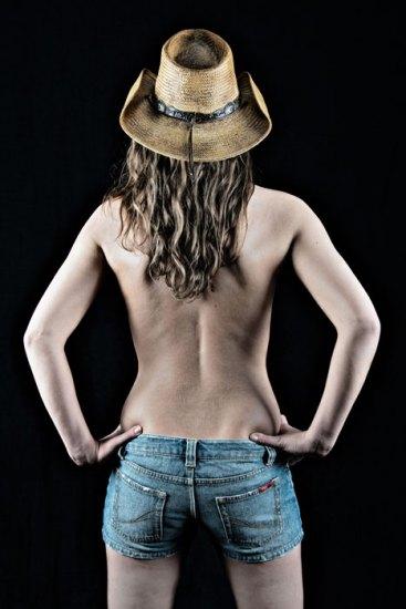 Akt, Erotik, Fotoshooting, Shooting, Fotostudio, Studio, Diez, Limburg, Hahnstätten, Holzheim, Fotos, Fotografien, Fotograf, Foto, klassisch, gefühlsvoll, exklusiv, elegant, extravagant, emotional, gefühlsbeton, schön, modern, ästhetisch, erotisch, sexy, Frau, weiblich, sinnlich, Cowboy, Hut, Rücken, Po