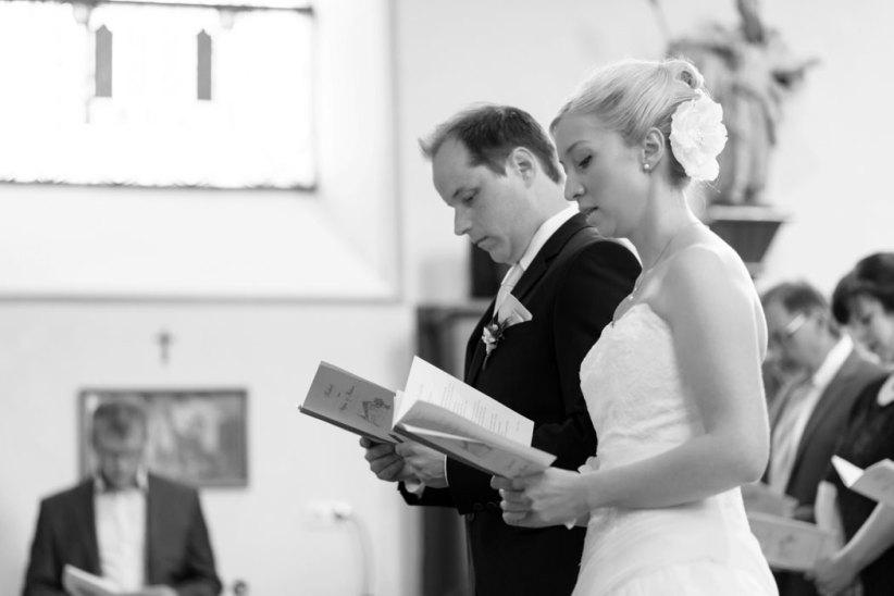 Hochzeit, Trauung, Heirat, heiraten, wedding, ja, schönster tag, Glück, glücklich, romantisch, klassisch, gefühlsvoll, exklusiv, elegant, Hochzeitsfotos, Reportagen- Fotografien, Foto, Hochzeitsfotografien, Reportagenfoto, Reportage, emotional, gefühlsbetont, Momente, Tag, Liebe, Braut, Bräutigam, Brautpaar, paar, Fotos, Fotografien, Fotograf, Fotostudio, schön, modern, Hochzeitsfotografin, Diez, Limburg, Hahnstätten, Holzheim, Gefühle, Emotionen, Fotostudio, Studio, Shooting, Fotoshooting, Kirche, kirchlich, singen, Gesang, Lied