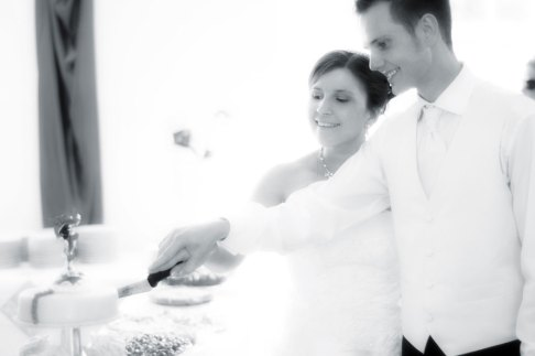 Hochzeit, Trauung, Heirat, heiraten, wedding, ja, schönster tag, Glück, glücklich, romantisch, klassisch, gefühlsvoll, exklusiv, elegant, Hochzeitsfotos, Reportagen- Fotografien, Foto, Hochzeitsfotografien, Reportagenfoto, Reportage, emotional, gefühlsbetont, Momente, Tag, Liebe, Braut, Bräutigam, Brautpaar, paar, Fotos, Fotografien, Fotograf, Fotostudio, schön, modern, Hochzeitsfotografin, Diez, Limburg, Hahnstätten, Holzheim, Gefühle, Emotionen, Fotostudio, Studio, Shooting, Fotoshooting, Kirche, kirchlich, Feier, Torte, Hochzeitstorte, anschneiden