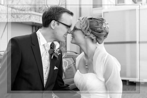 Hochzeit, Paar, Heirat, Foto, Fotoshooting, Shooting, romantisch, verliebt, Romantik, heiraten, wedding, ja, schönster tag, Glück, glücklich, klassisch, gefühlsvoll, exklusiv, extravagant, frech, lässig, lustig, Hochzeitsfotos, Hochzeitsfotografien, emotional, gefühlsbeton, Momente, Tag, elegant, Liebe, Kleid, Brautkleid, Braut, Bräutigam, Brautpaar, Fotos, Fotografien, Fotograf, Fotostudio, schön, modern, Hochzeitsfotografin, Diez, Limburg, Hahnstätten, Holzheim, Gefühle, Emotionen, Feier, Party, Reportagen- Fotografien, Reportagenfoto, Reportage, outdoor, draußen, location, Nase, Nasenkuss, Kuss