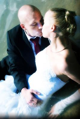 trash you dress, Wasser, Hochzeit, Paar, Heirat, Foto, Fotoshooting, Shooting, romantisch, verliebt, Romantik, heiraten, wedding, ja, schönster tag, Glück, glücklich, klassisch, gefühlsvoll, exklusiv, extravagant, frech, lässig, lustig, Hochzeitsfotos, Hochzeitsfotografien, emotional, gefühlsbeton, Momente, Tag, elegant, Liebe, Kleid, Brautkleid, Braut, Bräutigam, See, Brautpaar, Fotos, Fotografien, Fotograf, Fotostudio, schön, modern, Hochzeitsfotografin, Diez, Holzheim, Gefühle, Emotionen, outdoor, draußen, location,