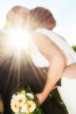 Schloß Oranienstein, Hochzeit, Paar, Heirat, Foto, Fotoshooting, Shooting, romantisch, verliebt, Romantik, heiraten, wedding, ja, schönster tag, Glück, glücklich, klassisch, gefühlsvoll, exklusiv, extravagant, frech, lässig, lustig, Hochzeitsfotos, Hochzeitsfotografien, emotional, gefühlsbeton, Momente, Tag, elegant, Liebe, Kleid, Brautkleid, Braut, Bräutigam, Brautpaar, Fotos, Fotografien, Fotograf, Fotostudio, schön, modern, Hochzeitsfotografin, Diez, Limburg, Hahnstätten, Holzheim, Gefühle, Emotionen, outdoor, draußen, location, Natur, Sonne, Strahl
