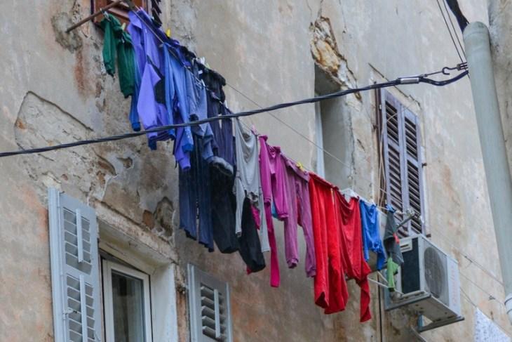 Chorwacja, Rovinj, kolorowe spodnie
