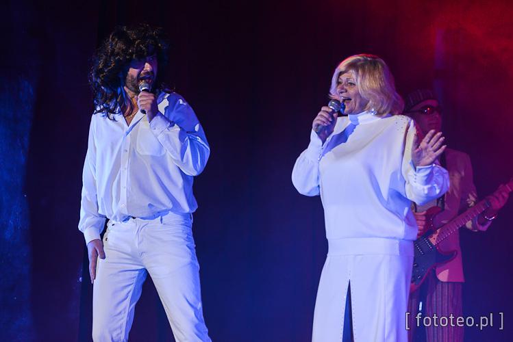 """Lucyna Grabowska z """"Grabowska Models"""" oraz Dariusz Konior jako Barbra Streisand i Barry Gibb"""
