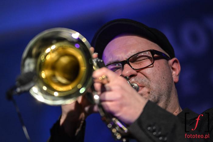 Sound Machine Trio: Tomasz Nowak gra na trąbce