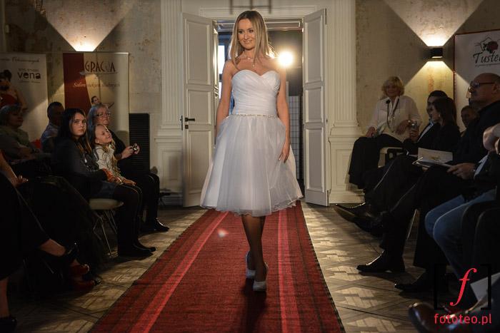 Pokaz mody ślubnej na Mrs. World Poland
