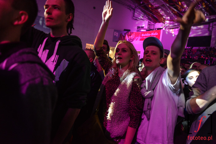 Publiczność podczas występu rapera Sokoła
