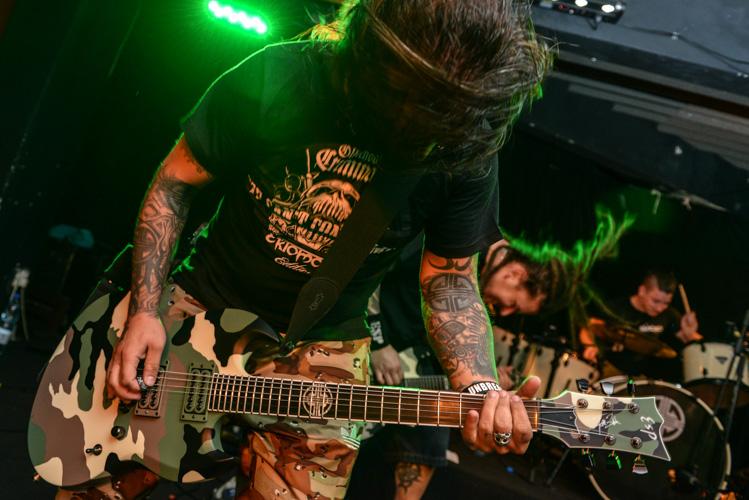 Ektomorf guitarist