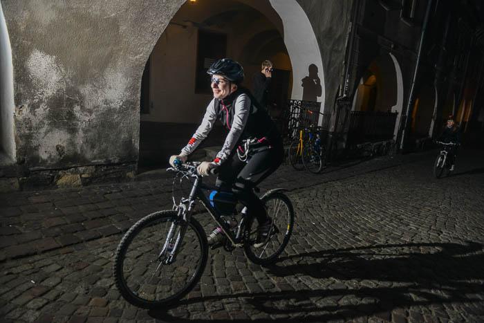 Fotografia rowerzystki na Podcieniach w Bielsku
