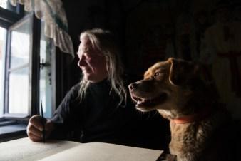 Portret bielszczanina Tadeusza Modrzejewskiego z psem