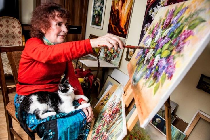 Portret z kalendarza- malarka Czesława Gewinner z kotem