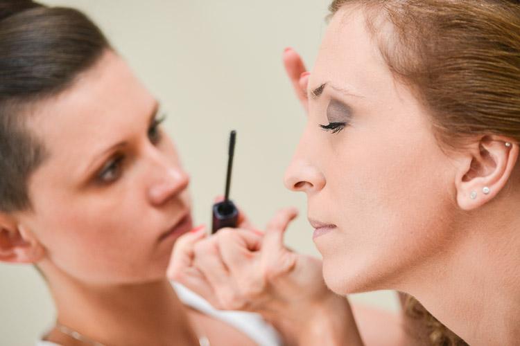 Panna mloda w gabinecie kosmetycznym. fotoreportaz
